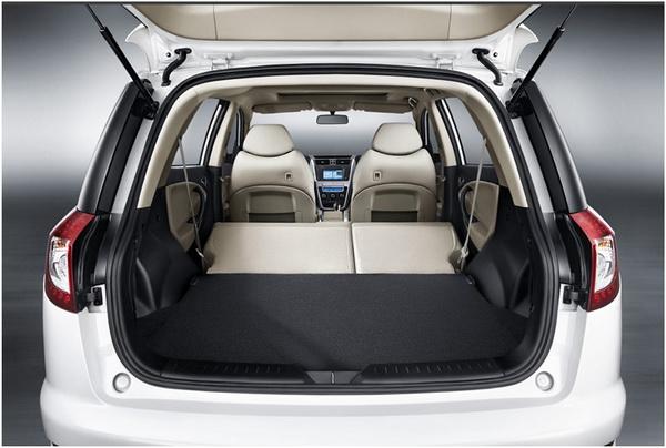 Багажник Джили Эмгранд Х7 со сложенными задними сиденьями